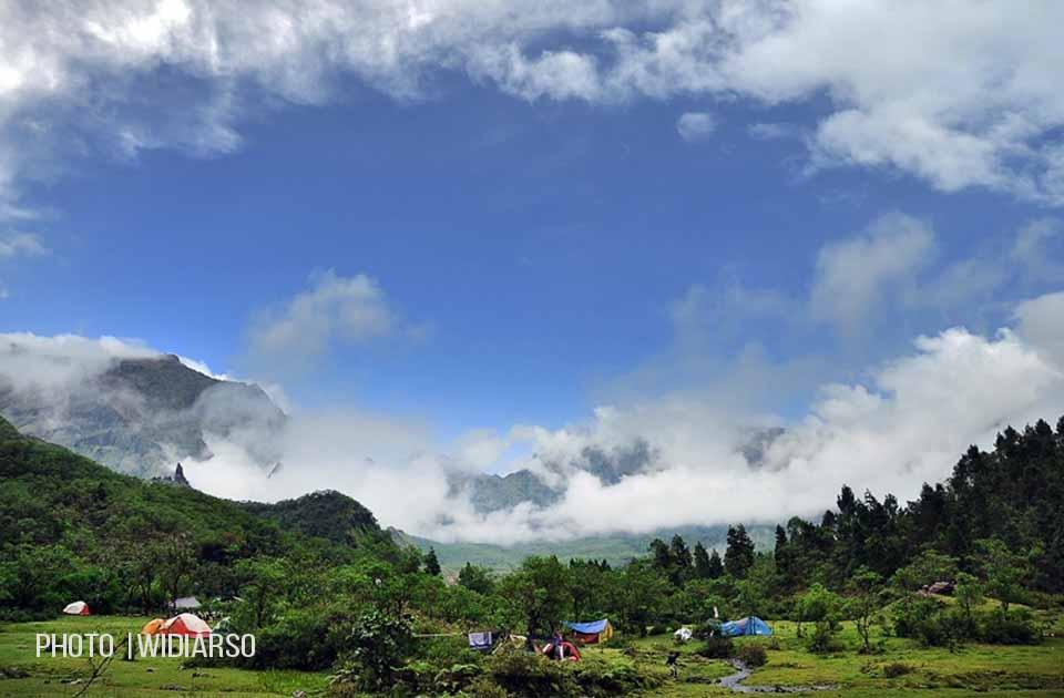 Dalam lingkaran awan di Lembah Ramma Gunung Bawakaraeng
