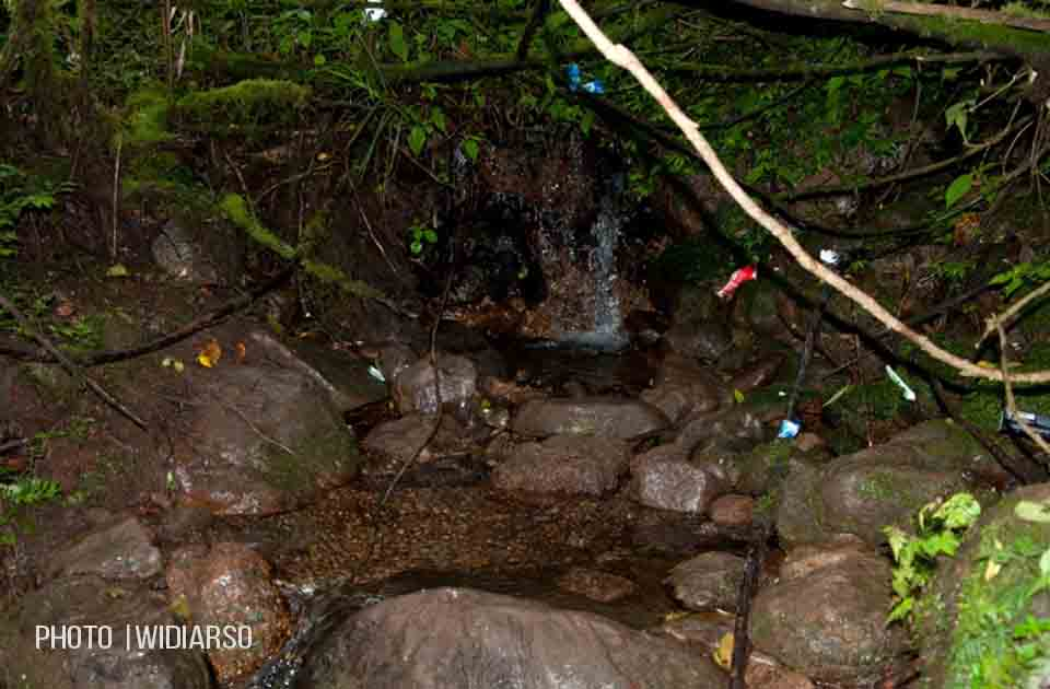 Sumber air di pos 5 gunung Bawakaraeng