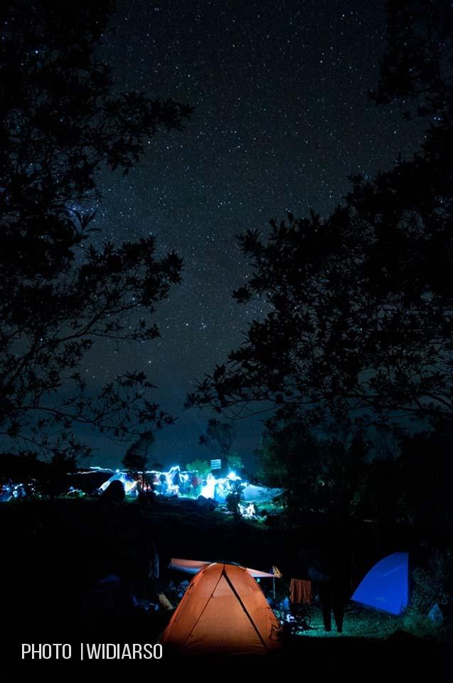 Ramainya malam minggu di Talung gunung Bawakaraeng, dengan ditaburi bintang-bintang